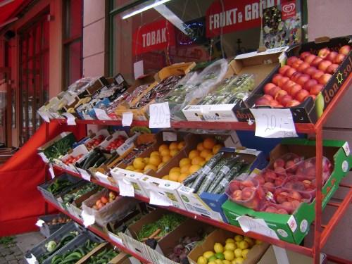 Lund (Suecia) en el verano de la inflación (2008), para entenderse en euros, hay que quitar un cero. Los tomates cuestan 2 euros, por tanto.