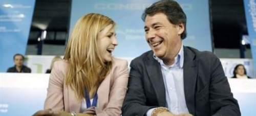 Ignacio González, este sábado, con la nueva presidenta de NNGG de Madrid