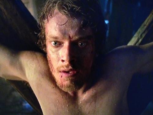 Theon Greyjoy de Juego de Tronos que deviene en el personaje de Hediondo tras ser torturado