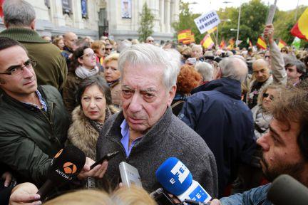 El escritor Mario Vargas Llosa activo opositor a la consulta que calificó de ataque a la democracia incluso en The York Times