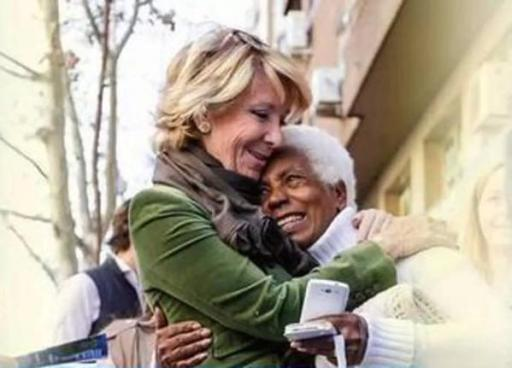 Esperanza Aguirre en cartel promocional que ha suscitado multitud de críticas... por su populismo.