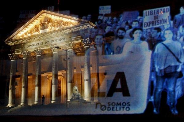 Foto de Pablo Blazquez que publica The New Yorker, uno de los medios que han referido la manifestación holograma   desarrollada en España por primera vez en el mundo. No sin razón.