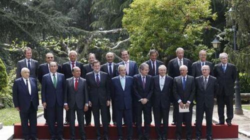 La foto del poder puede ir cambiando algunos elementos pero siempre es masculina