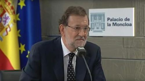 Rajoy repitió expresión en la declaración promocional ante periodistas que llamaron rueda de prensa. Se puso por unos momentos la de responder a Carlos Alsina de Onda Cero. Se repuso enseguida y ya luciría el resto del día la que llevó a TVE.