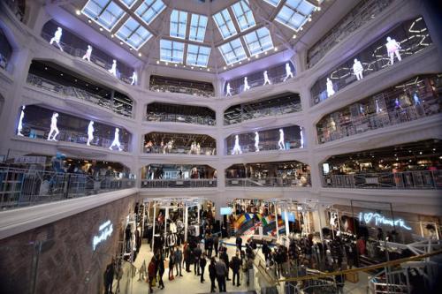 Primark, Gran Vía, Madrid, la tienda más grande de alguna magnitud.