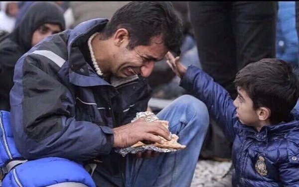 refugiado.padre.consuelo.hijo