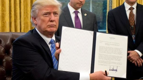 trump-firma-diario